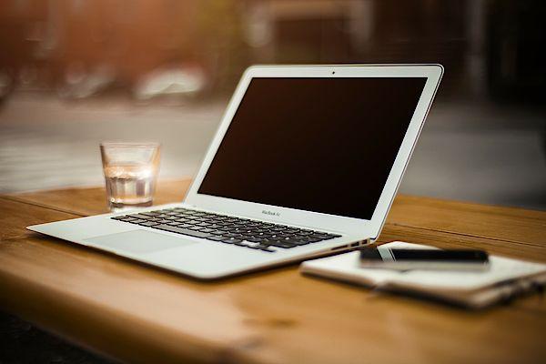 csm_TILL.DE-Google-Blogger-Laptopbild_423862aeb0 Unsere Facebook- und Instagramleistungen